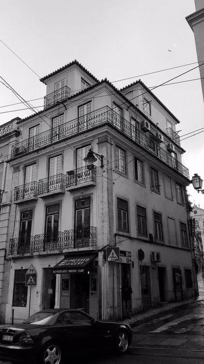 Raining HELL - black, white, everydayroot - jessicaribeiropaulo | ello
