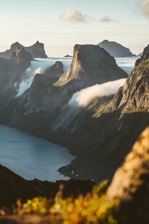 Sommer Lofoten Island. worth  - rawmeyn | ello