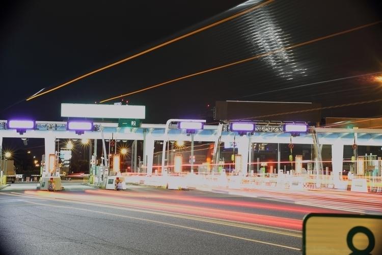 日本の高速道路入り口 - kili-ff | ello