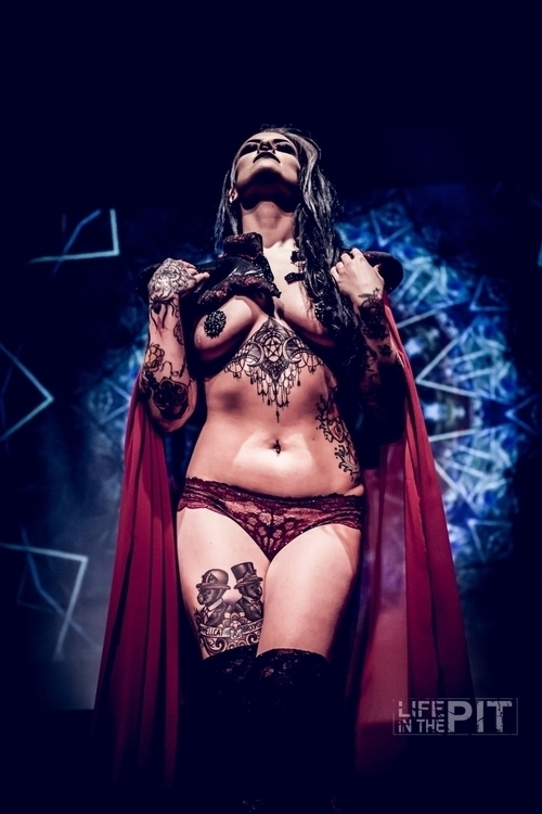 Lost Girls Burlesque performing - lifeinthepit | ello