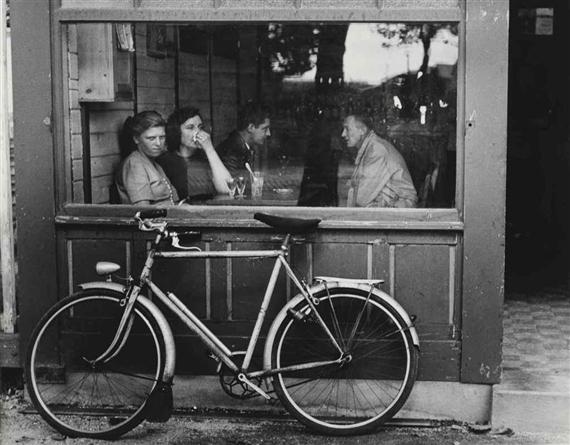 André Kertész: Bistro, Paris, 1 - arthurboehm | ello