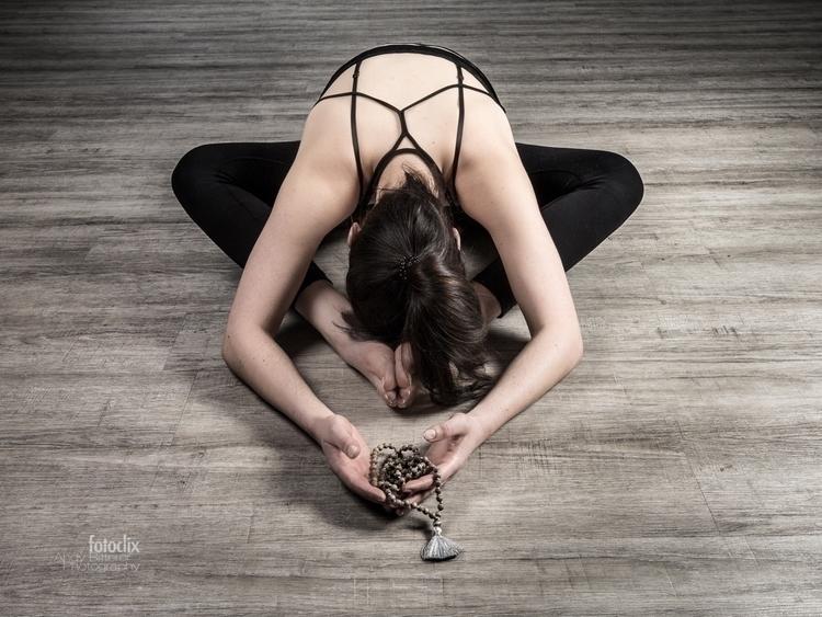yoga shooting Johanna - bitterer | ello