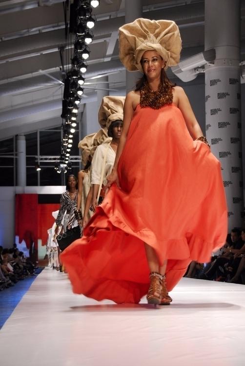 sissybermudez, fashionshow, RDFW2010 - marinobonilla | ello