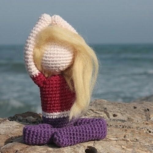 amigurumi practicing yoga beach - kerook | ello