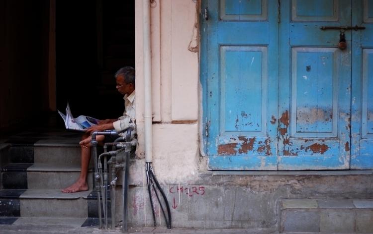 Breaking news - India, streetphotography - aywai   ello