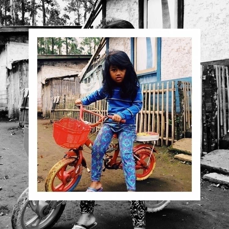 girl bike. | Une fille son vélo - aggnarut | ello