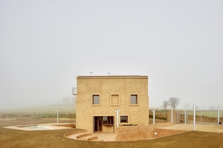 weird Farmhouse Santa Margarida - alexandreberthiaume | ello