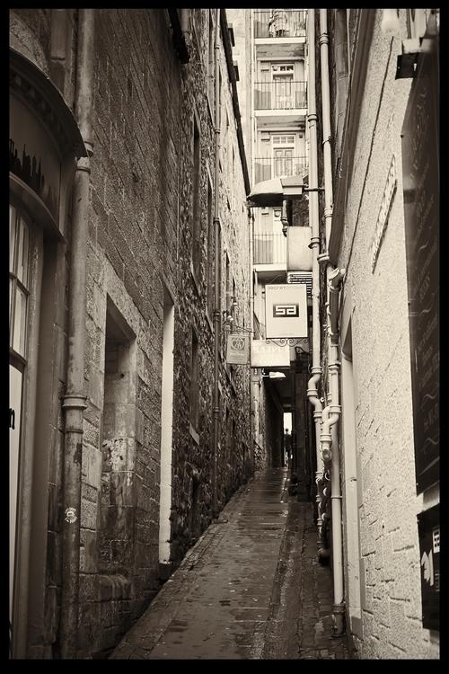 Backroads - Edinburgh Alleyway  - ageekonabike | ello