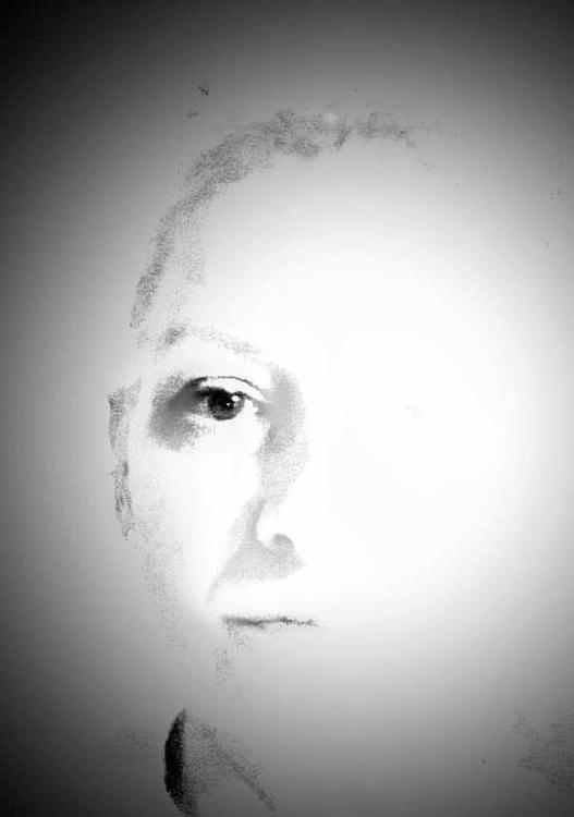 left eye blind - bw, minimal, blackandwhite - bahnhofskind | ello
