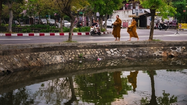 Monks, Chiangmai Thailand 2017 - travischau | ello