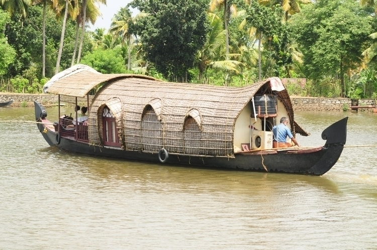 Luxurious Houseboat Experience  - keralapackages | ello