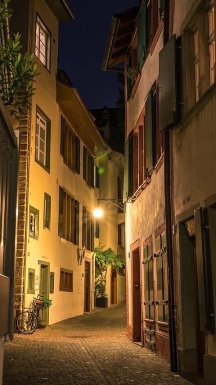 Basel Altstadt Atmosphäre - city - lichtundschatten | ello