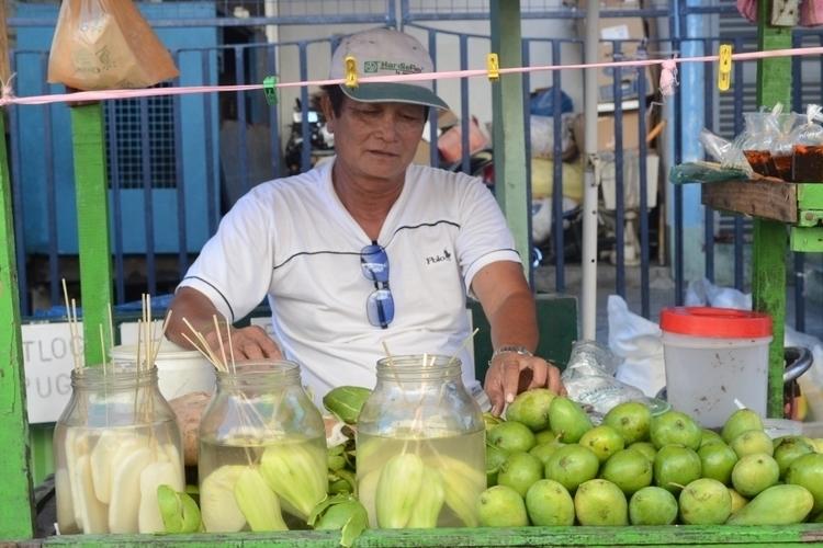 Mango Vendor - street, streetphotography - fatimaongleo | ello