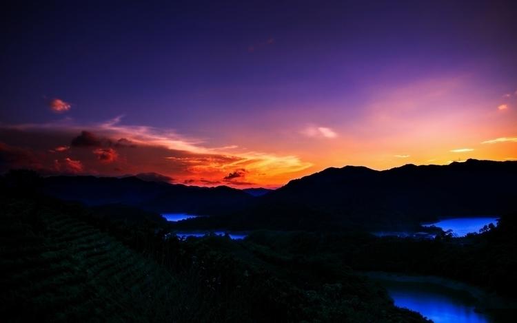 dark glow - audaciousalison_easdown | ello
