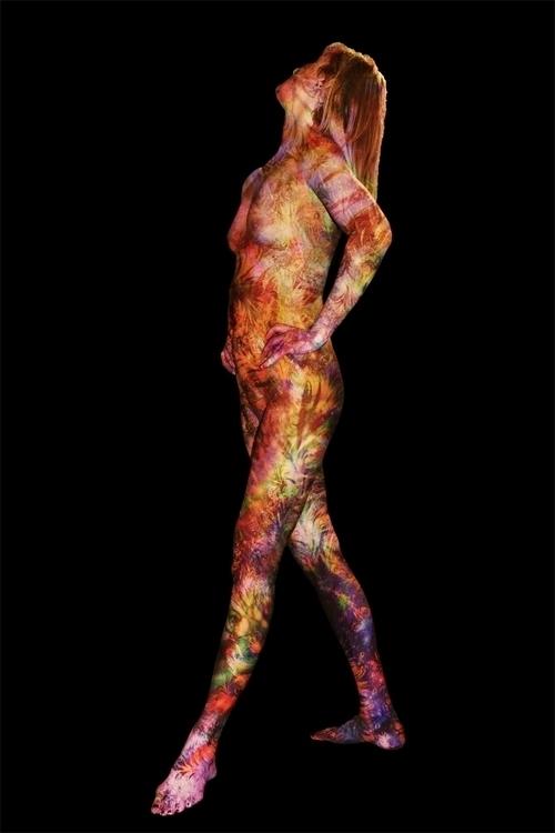 STANDING VENUS BLACK - nude, female - pinzarrone | ello
