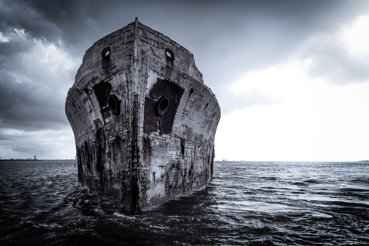 Ghost Ship bow wreck SS 425-foo - mattgharvey | ello