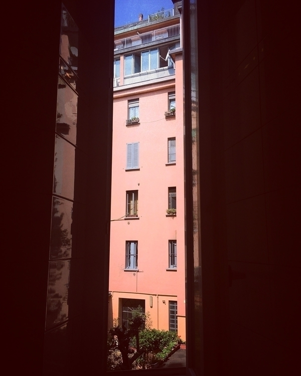 Window windows - sunday, rest, milano - umarella | ello
