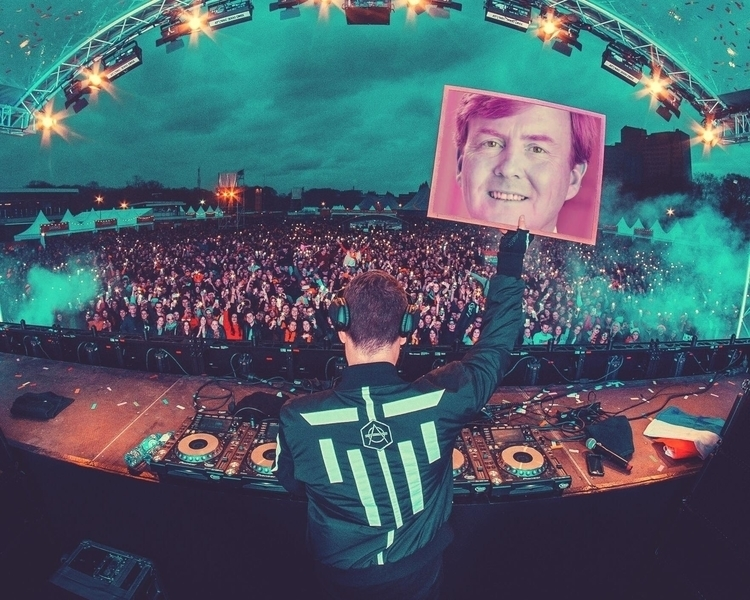 Celebrating birthday today - dondiablo | ello