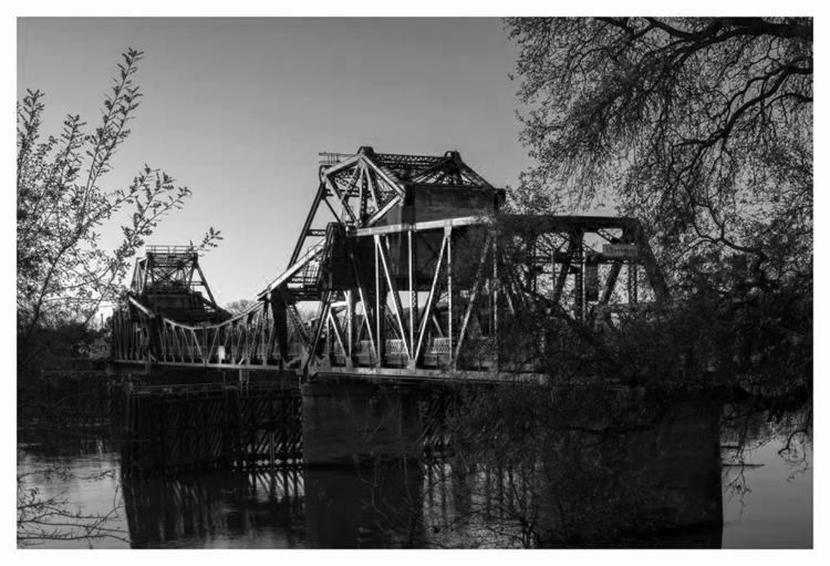 Bridge Sacramento river, CA - guillermoalvarez   ello