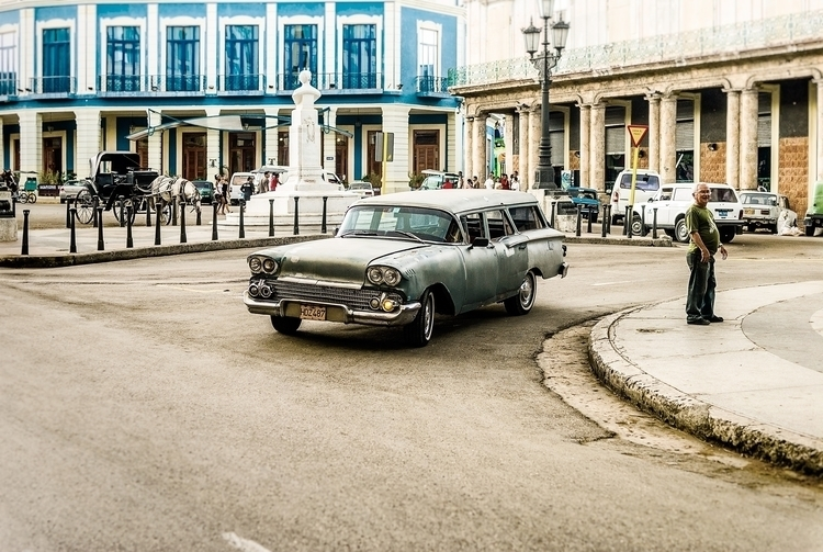 shark cruising - Habana, Cuba - christofkessemeier | ello