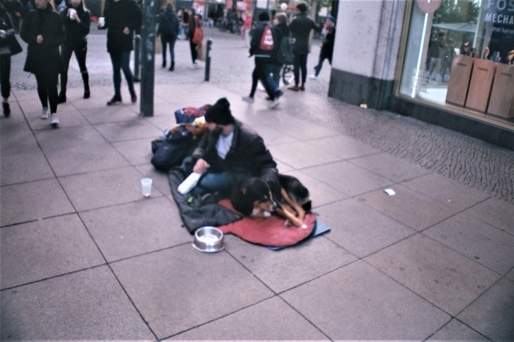 homeless Berlin La sardina Agfa - alinele13 | ello