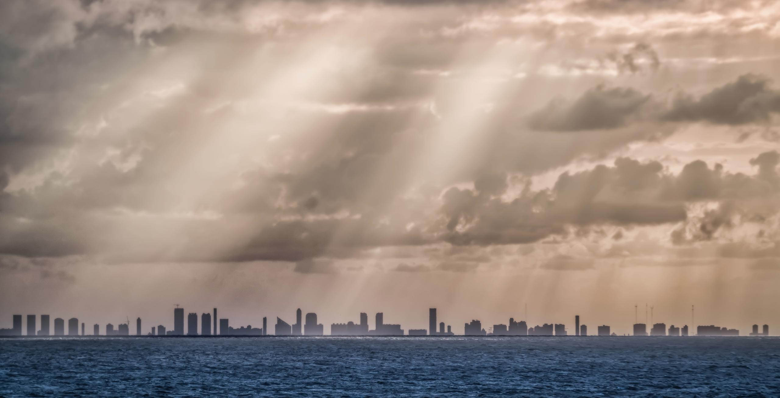 Miami Silhouette ten miles sea  - rickschwartz | ello