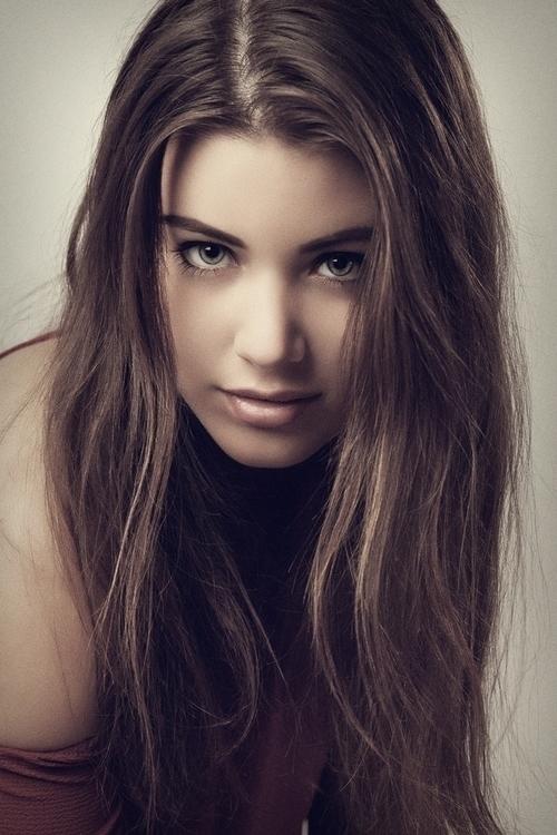 unique - portraitpage, girl, pretty - jozefpriczel | ello