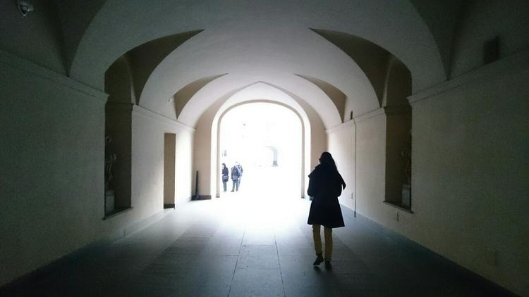 empty corridor PRG 16 - vivalavali | ello
