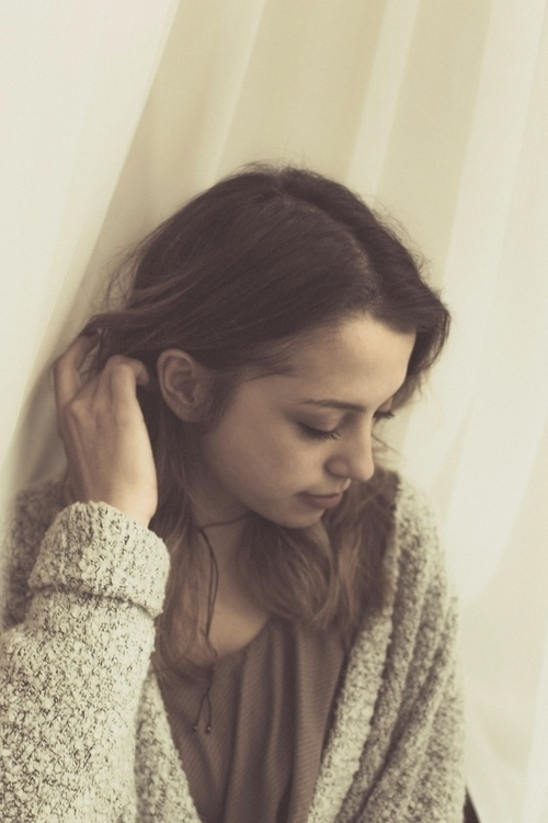 Singer-songwriter Elyssa Dawn - portrait - iangarrickmason | ello