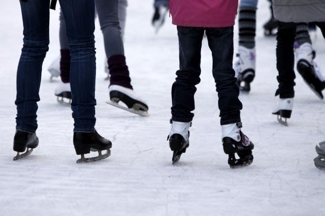 Concealed Carry Ice Skating sim - aliengearholsters | ello