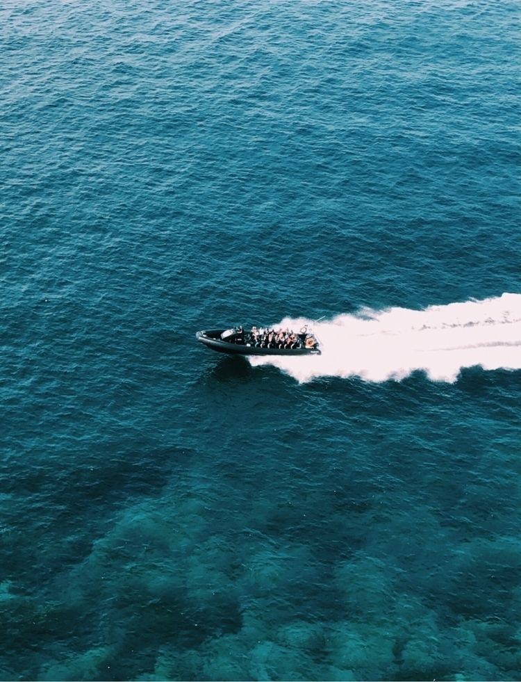 ocean, boat, speedboat, photo - spacesbeats | ello