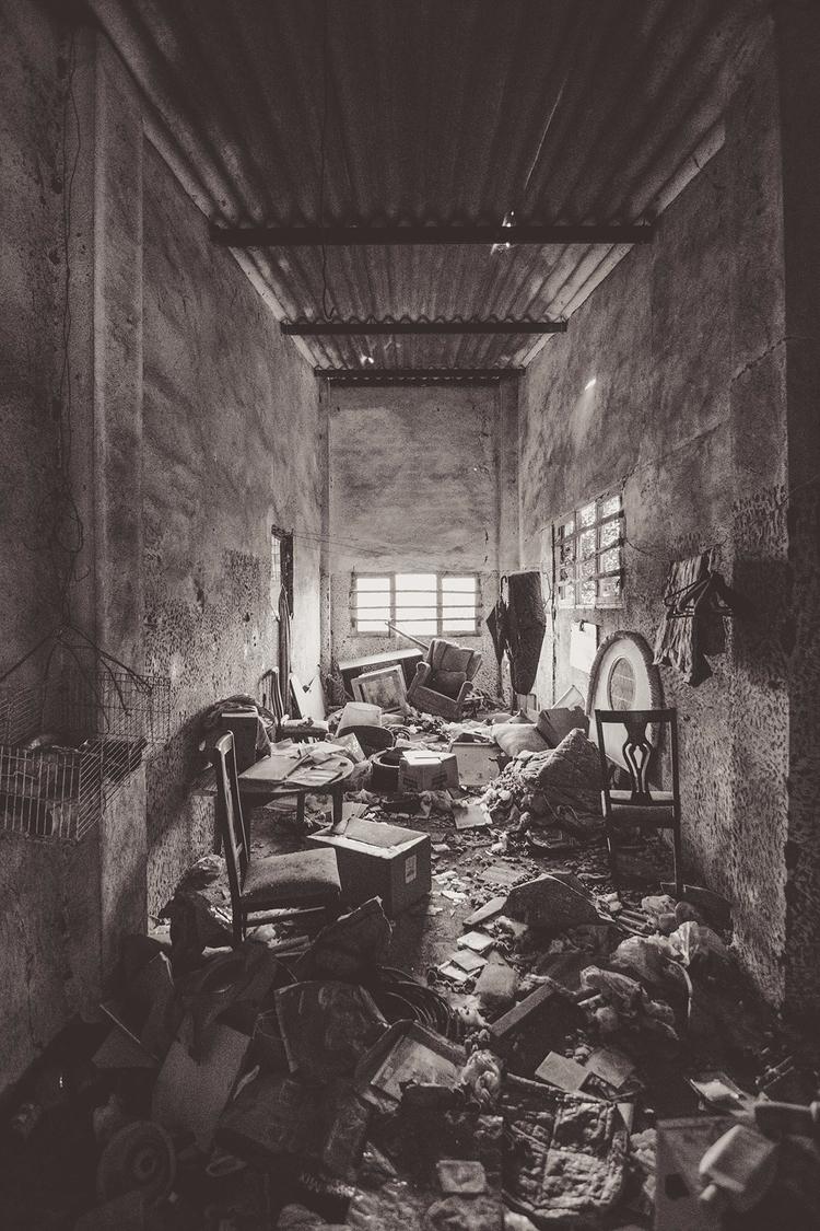 abandoned house - agoraphobia, blonde - natxodiego | ello