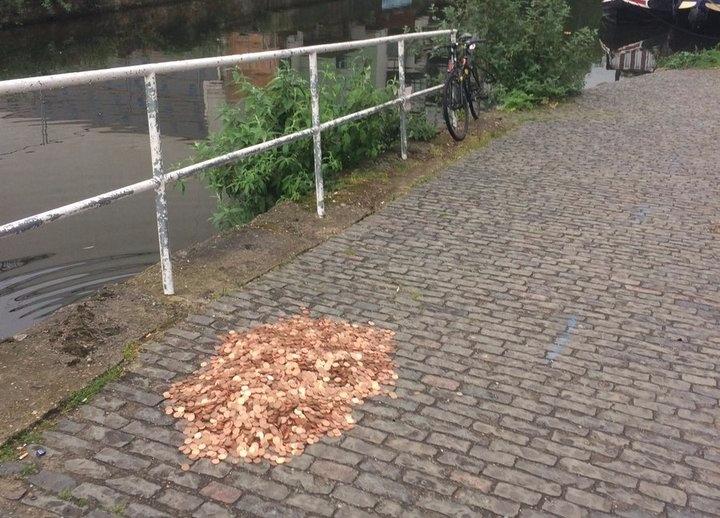 Artist Leaves 15,000 Coins Stre - valosalo | ello
