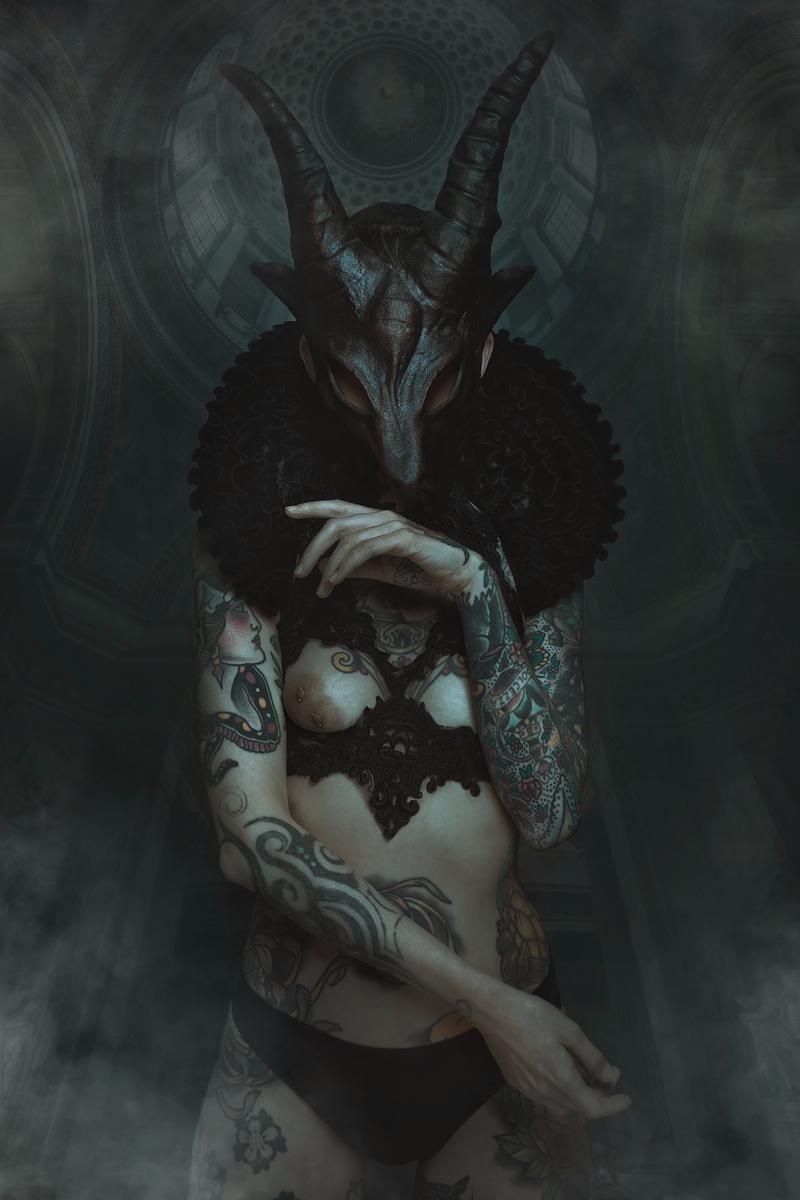 Art Director/Photographer:Anna - darkbeautymag   ello