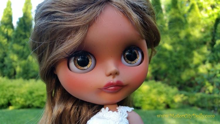 Sunny Honey mellow, sun loving  - sandracoe | ello