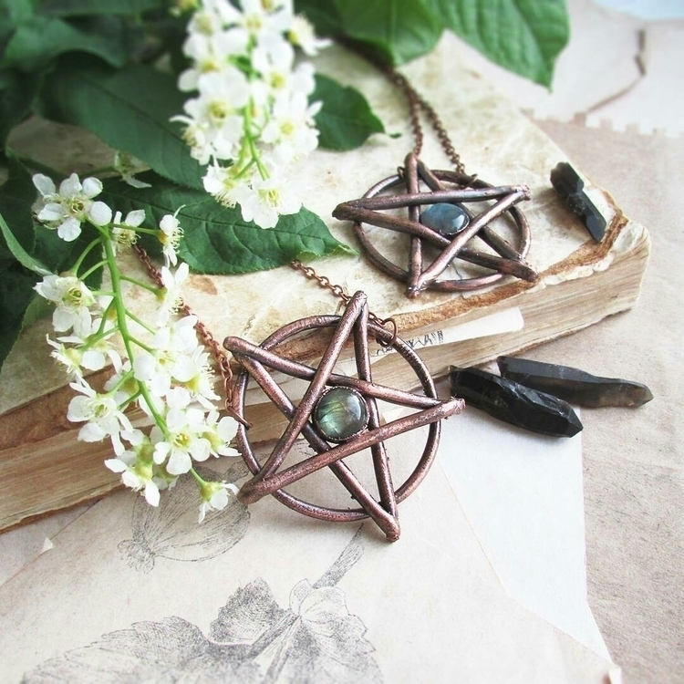 Pentagram Necklaces _____#cryst - marrie_ko | ello