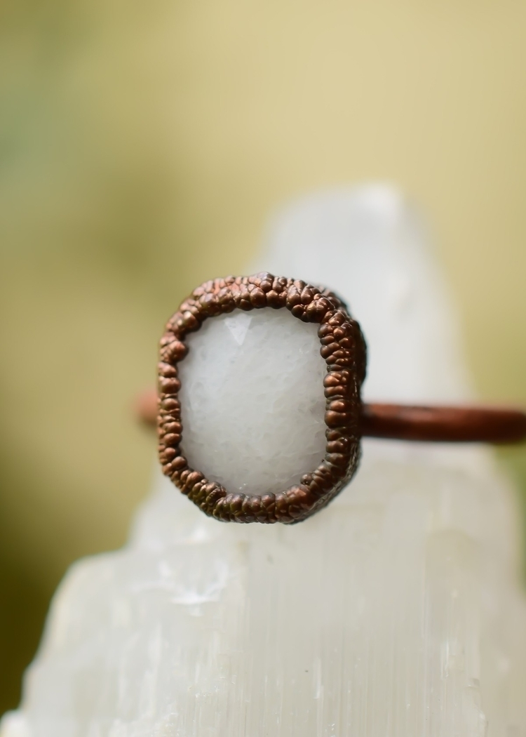 Faceted white jade stone electr - idleweiss   ello