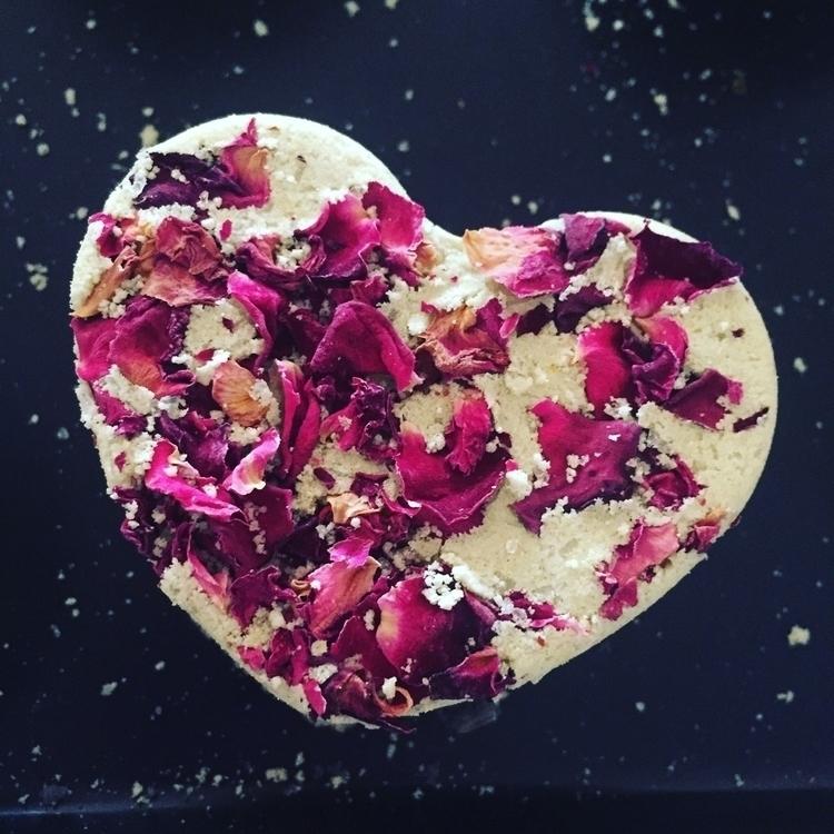 Organic bath bombs. love - anahatacrystalhealing | ello