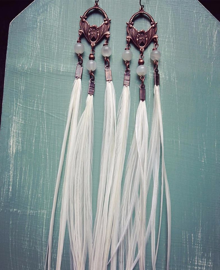 Ivory chandelier style feather  - kookoomamadesign | ello