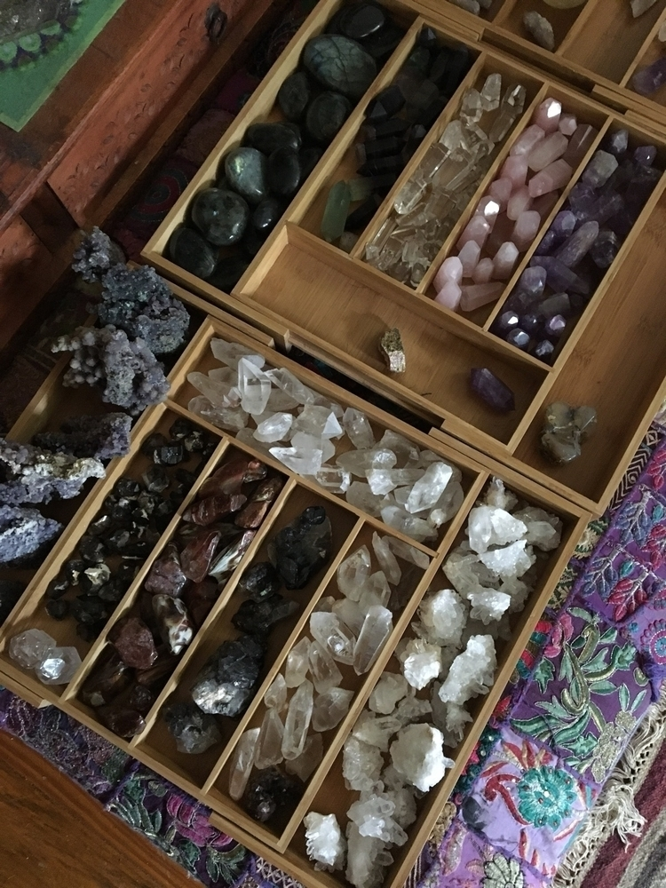 organised move studio closer da - mullum_moonflower | ello