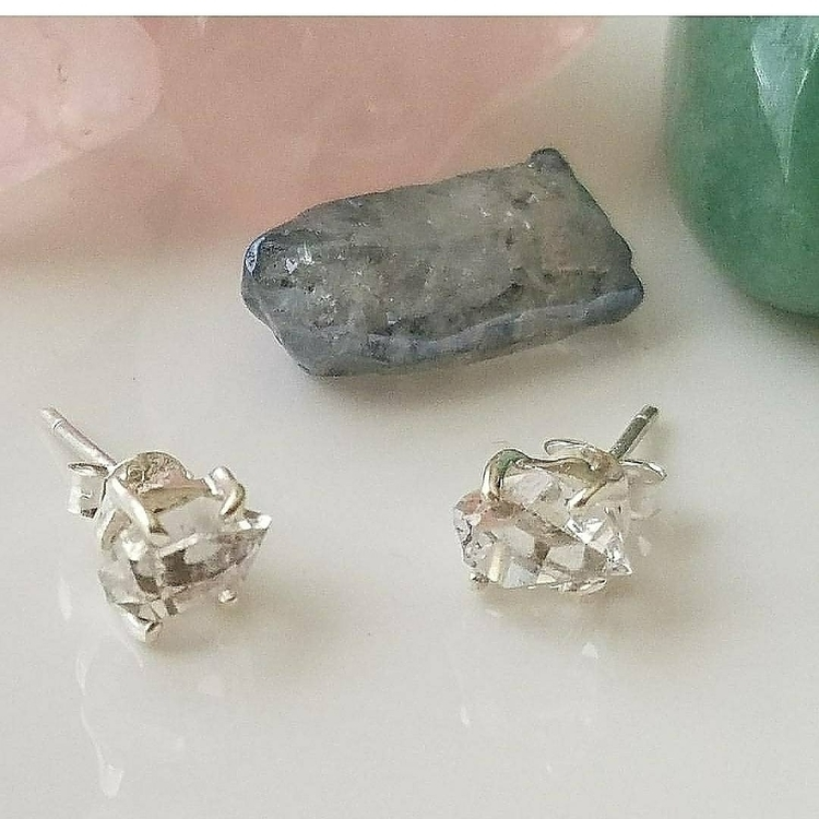 BEAUTIFUL HERKIMER DIAMOND EARR - islandbreezecrystals | ello