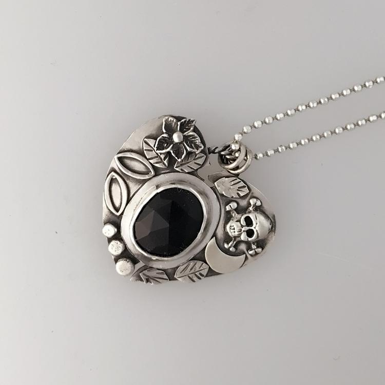 pendant broken heart:broken_hea - gemini_lotus_designs | ello