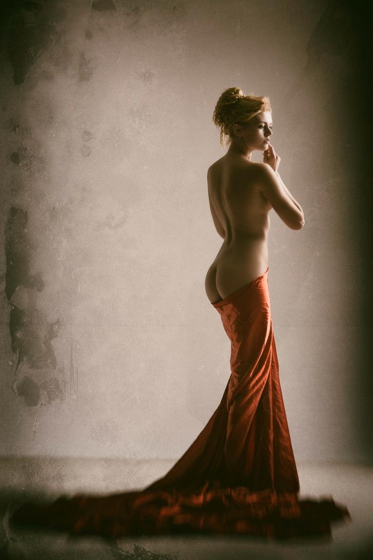 Photographer:Erik Rozman Model - darkbeautymag | ello