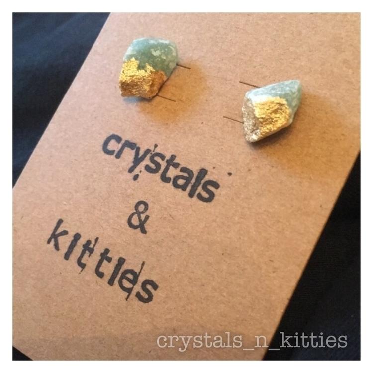 Raw green Aventurine real gold  - crystalsandkitties | ello