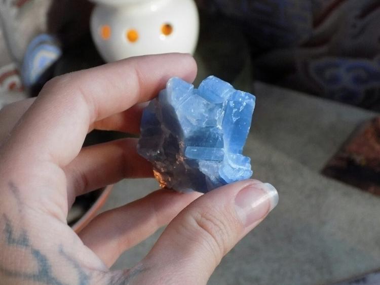 medium sized blue calcite Mexic - jujuvibes   ello