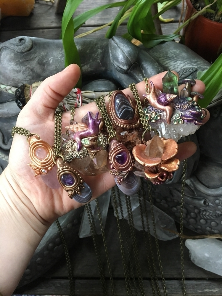 beauties hangin - mushrooms#magic#forest#mysticalsnail#crystals#crystalhealing#polymerclay#sculptor#art#crystalart#mystical#magical#nature#goodvibes#lightworker#loveandlight - mullum_moonflower | ello
