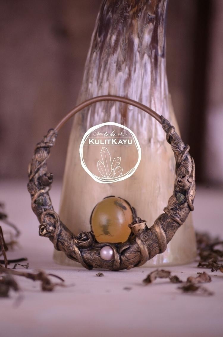 Amber Eye Pendant amber friends - tikasavitri | ello