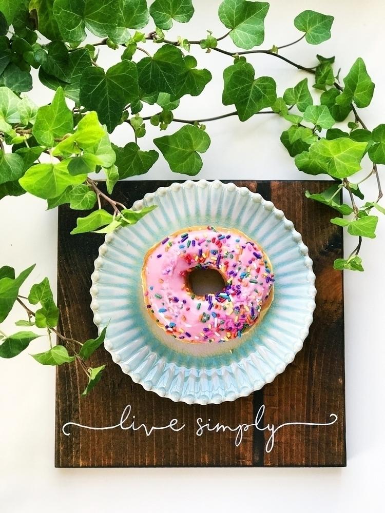 motto! Live Simply. eat doughnu - hellolavender | ello
