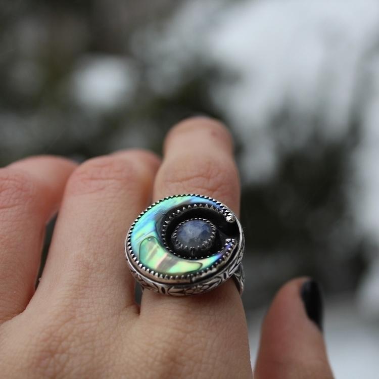 Abalone Shell Moonstone Size 6 - skeletonkeyjewelry | ello