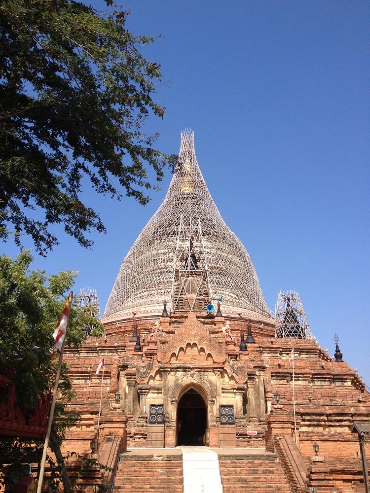 Myanmar. Buddhist temple constr - tmayko | ello